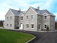 Are you building a stone house? Or putting a stone front on a house? Heritage Stonemasons specialise in building houses with stone. Stone Cladding Exterior, Stone Exterior Houses, House Cladding, Dream House Exterior, Stone Houses, House Exteriors, House Layout Plans, House Layouts, House Plans