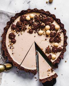 Chai-Tarte mit Kakaokruste - Flowers in the Salad Great Desserts, Köstliche Desserts, Delicious Desserts, Tolle Desserts, Homemade Biscuits, Flower Cookies, Tart Recipes, Vegan Recipes, Some Recipe