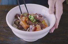In deze video van Just One Cookbook zie je hoe je zelf een Hawaïaanse poké bowl maakt; dé trend van dit moment én een simpele variant op sushi. In dit recept wordt een combinatie van zalm en tonijn gebruikt. Kijk bij het kopen van de vis op de Viswijzer voor informatie over de herkomst en …