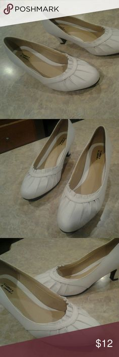 SHOES WHITE SHORT HEEL DRESS SHOED- GOOD CONDITION VALLEY LANE Shoes Heels