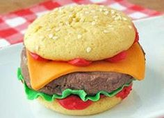 Ice cream sandwiches made to look like cheeseburgers are great for any picnic, bbq or summer event.