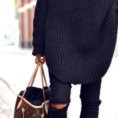 Oversized black knit sweater and black ripped jeans & Louis Vuitton bag--sometimes I just love the LV print Looks Chic, Looks Style, Style Me, Black Ripped Jeans, Skinny Jeans, Inspiration Mode, Warm Sweaters, Oversized Sweaters, Mode Vintage