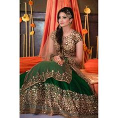 Are you looking for bridal lehenga designs photos for reception and wedding? Here is a latest 2018 & 2019 collections of bridal lehenga images. Pakistani Wedding Dresses, Indian Dresses, Indian Outfits, Lehenga Choli Designs, Dulhan Dress, Mehndi Dress, Mehendi Outfits, Bridal Outfits, Green Lehenga