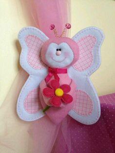 Felt and fabric buterfly Felt Diy, Felt Crafts, Fabric Crafts, Sewing Toys, Sewing Crafts, Sewing Projects, Felt Patterns, Craft Patterns, Handmade Crafts