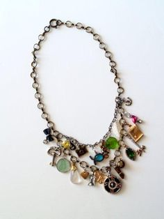 Pretty charm Anthro necklace by Grace Palos Tutorial Colar, Necklace Tutorial, Diy Necklace, Necklace Charm, Necklace Ideas, Pendant Necklace, Cool Necklaces, Fashion Jewelry Necklaces, Fashion Necklace