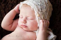 Bexley_Ohio_Newborn_Baby_Photographer, newborn picture ideas, baby, photo, posing, pure, simple, hat by veronika G photography,