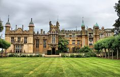 Thinking about booking Knebworth House for your wedding venue? Read our independant, unbiased guide before making a decision. English Manor Houses, English Castles, Uk Tourism, Castles To Visit, English Architecture, Castles In England, Tower House, Beautiful Castles, Places To Visit