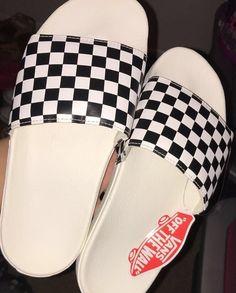 Cute Sandals, Shoes Sandals, Flats, Vans Shoes, Shoes Sneakers, Sneakers Fashion, Fashion Shoes, Cute Slides, Quoi Porter