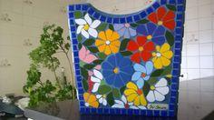 cachepot em base de MDF recestido com alegre e colorido mosaico floral em azulejos finos, by Sueli Cemin