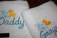 Monogramed towels with embroidered duck. Monogram Towels, Applique Monogram, Machine Embroidery Applique, Monograms, Appliques, Snoopy, Sewing, Creative, Blue Prints