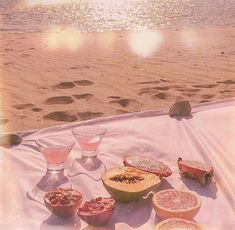 ˚✧pink things on a beach. Peach Aesthetic, Aesthetic Colors, Aesthetic Vintage, Aesthetic Photo, Aesthetic Pictures, Imagenes Color Pastel, Just Peachy, Pretty Pictures, Ethereal