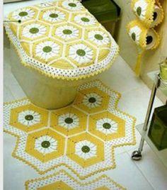 Questi tappeti per il bagno sono davvero bellissimi, certo non so chi potrebbe avere il coraggio di fare calpestare un capolavoro del genere...