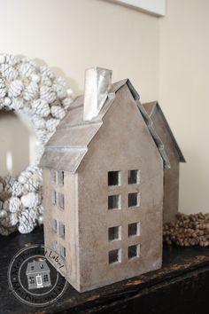 Houten huisje, zinken dak schoorsteen