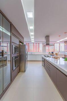 Cozinha tp: cozinhas por chris brasil arquitetura e interiores, Luxury Kitchen Design, Kitchen Room Design, Home Room Design, Interior Design Kitchen, House Design, Bar Interior, Studio Interior, Interior Plants, Scandinavian Interior