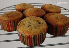 Banánové muffiny s kúskami čokolády (fotorecept) - recept | Varecha.sk Chips, Cupcakes, Breakfast, Food, Fitness, Basket, Morning Coffee, Cupcake Cakes, Potato Chip