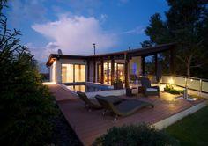 Modern garden of a minimal house - modern kerti bútorok egy minimál ház teraszán Családi ház eladó Diósdliget 260 m² - HomeHunters - Ingatlanok Backyard, Patio, Dream Garden, Garden Design, Landscape, Outdoor Decor, House, Home Decor, Buddha