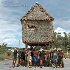 51 Old Colorized Photos Reveal The Fascinating Filipino Life Between 1900 - 1960 Philippines Culture, Manila Philippines, Historical Artifacts, Historical Photos, Antique Photos, Old Photos, Filipino Architecture, Philippine Art, Filipina Girls