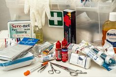 A first-aid kit is an essential tool that is required for disasters and emergency situations alike. Here's the most important components of a first-aid kit. First Aid Kit Checklist, Diy First Aid Kit, Survival First Aid Kit, Survival Skills, Homestead Survival, Survival Items, Survival Hacks, Wilderness Survival, Survival Gear