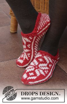 """DROPS Christmas: Knitted DROPS slippers with Norwegian pattern in """"Nepal"""". Size 35 - 43. ~ DROPS Design"""