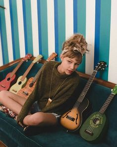 ukulele aesthetic grunge #ukulele #aesthetic #grunge / ukulele aesthetic ` ukulele aesthetic wallpaper ` ukulele aesthetic grunge ` ukulele aesthetic vintage ` ukulele aesthetic girl ` ukulele aesthetic hawaii ` ukulele aesthetic tumblr ` ukulele aesthetic twenty one pilots Aesthetic Grunge, Aesthetic Vintage, Aesthetic Girl, Grace Vanderwaal Ukulele, Famous Singers, Star Girl, Queen, People Photography, Celebs