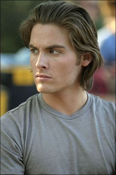 Kevin Zegers Derek Bourne, Raised in the suburbs and attended all the right schools and colleges. He tells his friends that he is an only child, refusing to acknowledge the other part of his fathers life. Selfish yet smart, hides the side of him that is kind and caring. Books: 1-6