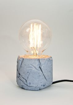 β- Leuchte (kobaltblau Beton, Textilkabel) von LJ Lamps auf DaWanda.com
