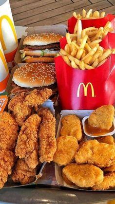 Think Food, Love Food, Comida Diy, Sleepover Food, Junk Food Snacks, Fast Food, Food Obsession, Food Goals, Aesthetic Food