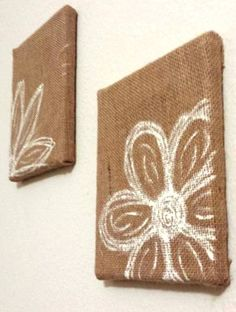 DIY Burlap over canvas frame painted with flowers. Very easy DIY and unique. Burlap Projects, Burlap Crafts, Craft Projects, Cute Crafts, Crafts To Make, Arts And Crafts, Diy Crafts, Diy Tableau, Do It Yourself Decoration