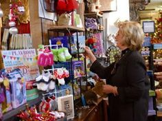 nodullnaija: US Presidential Candidate Hilary Clinton Shops For...