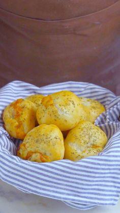 Esses pãezinhos recheados com presunto e queijo são uma ótima opção de lanche da tarde!