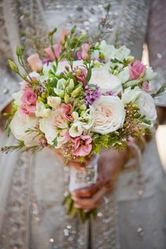 White Bridal Bouquet by The Perfect Setting   Dastan Studio Wedding Photography   Rubies and Ribbon Blog