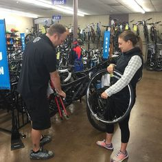 Robb showing his guest how to change a flat #BicycleWarehouse #kearnymesa