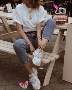 Dad Sneakers Are Trending & We Don't Know How to Feel - The Tiny Herbivore Dad Sneakers Are Trending & We Don't Know How to Feel - Cute dad shoe outfit ideas - how to wear your chunky white sneakers - thetinyherbivore.com #sneakers #dadshoes #chunkysneakers #trendy #cute #outfits<br> Sneakers Outfit Summer, Dad Sneakers, Sneakers Fashion Outfits, Mode Outfits, Casual Outfits, Chunky Sneakers, Teen Outfits, Jeans And Sneakers Outfit, Platform Sneakers Outfit