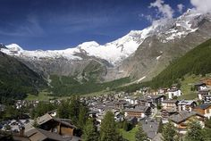10 Best Things about living in Saas Fee (Posts by Raphael Neiman) Saas Fee, Switzerland, Mount Everest, Good Things, Mountains, Live, Travel, Wallis, Recherche Google