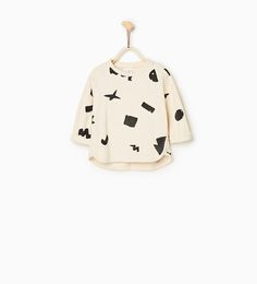 Geometric printed plush sweater from Zara COLOR: Mid-ecru 2-3 YEARS (38.6 INCHES) Round neck plush sweater with long sleeves. Press studs on the shoulder. Longer back hem OUTER SHELL: 100% cotton