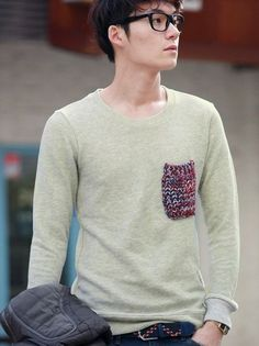 Knit pocket on sweatshirt or fine knit sweater Sharp Dressed Man, Well Dressed Men, Knit Fashion, Pop Fashion, Comfortable Outfits, Casual Outfits, Remake Clothes, Pullover, Sweatshirt