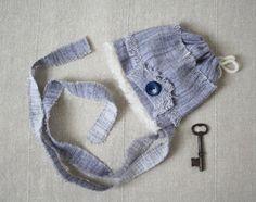 Mignon petit bonnet nouveau-né pour garcon- Pret à expédier- Fait de tissus recyclés- Accessoire idéal pour séance de photographie