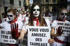 Animalistas se desnudan para protestar en contra de San Fermín
