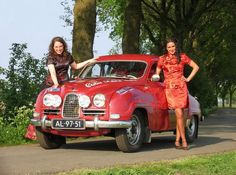 Saab Gals and a rally saab Saab Automobile, Saab 900, Small Cars, Car Girls, Classic Cars, Classic Auto, Volvo, Cars And Motorcycles, Techno