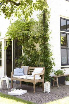 Houten buitenbank. #hetkabinet #Villaprovence #living
