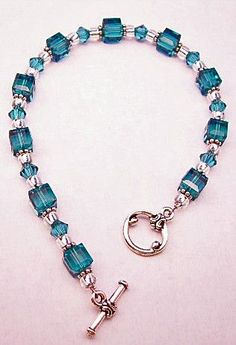 I had one like this and boo broke it! teal-bracelet I had one like this and boo broke it! teal-bracelet Ik had er zo een en boo brak het! Bead Jewellery, Jewelry Making Beads, Bracelet Making, Wire Jewelry, Jewelry Crafts, Beaded Jewelry, Jewelery, Jewelry Bracelets, Beaded Necklace
