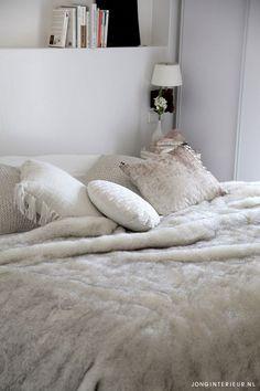 https://i.pinimg.com/236x/64/f9/dd/64f9dd8aac9079181e68f81ebd4dec38--ibiza-style-bedroom-bed.jpg
