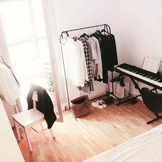 rangement vetements a la mode montreal 1 cliquez sur le lien il y a d 39 autres photos d co. Black Bedroom Furniture Sets. Home Design Ideas