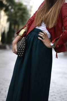 Falda navy con saco rojo y accesorios gold!! need, want must have!