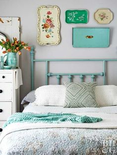 Stock up on flea markets, thrift stores and church bazaars … - Upcycled Furniture Thrifting Flea Market Style, Flea Market Finds, Flea Markets, Flea Market Decorating, Decorating Ideas, Bedroom Decor, Wall Decor, Tea Tray, Upcycled Furniture