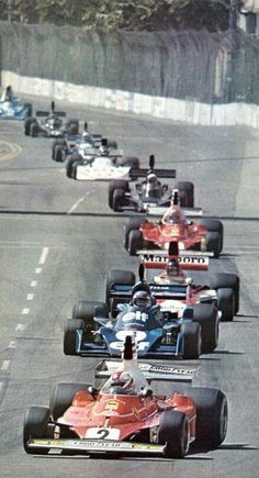 Clay Regazzoni, #2 Ferrari 312T leads the 1976 United States Grand Prix West (Long Beach)