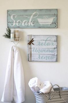 Bathroom #Bathroomdesign Christmas Bathroom Decor, Rustic Bathroom Decor, Rustic Bathrooms, Bath Decor, Christmas Entryway, Bathrooms Decor, Decorating Bathrooms, Bathroom Renovations, Rustic Decor