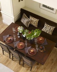 This table setting and patterned cushions are straight from the Serengeti! #hotlooks