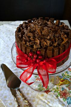 wish it was an ice cream cake with butterfinger and cookie dough <33 and decorated with kit kats, yes that would be magical ^^