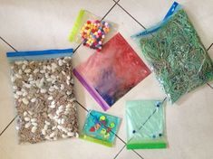 sacchetti sensoriali Sensory Activities, Infant Activities, Activities For Kids, Crafts For Kids, Montessori Baby, Maria Montessori, Outdoor Education, Baby E, Handmade Toys